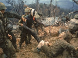 Wounded Marine Gunnery Sgt. Jeremiah Purdie During the Vietnam War Reproduction photographique Premium par Larry Burrows