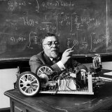 Professor Norbert Wiener, American Mathematician Who Founded Cybernetics, in Classroom at MIT Lámina fotográfica prémium por Alfred Eisenstaedt