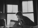 Noted Anthropologist Dr. Margaret Mead at Work at the American Museum of Natural History Lámina fotográfica prémium por John Loengard