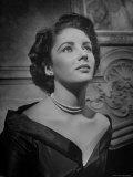 Actress Elizabeth Taylor Impressão fotográfica premium por J. R. Eyerman