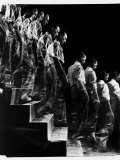 "Marcel Duchamp Walking down Stairs in exposure of Famous Painting ""Nude Descending a Staircase"" Premium-Fotodruck von Eliot Elisofon"
