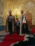 Shah of Iran, Mohamed Reza, Posing with Son Prince Reza and Wife Farah Impressão fotográfica premium por Dmitri Kessel