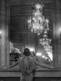 Model in Ostrich Feather Trimmed Gown Pausing to Regard Herself in Grand Mirror of Molyneux Atelier Fotografie-Druck von Alfred Eisenstaedt