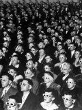 """Espectadores de película 3D en el estreno de """"Bwana Devil"""" Lámina fotográfica prémium por J. R. Eyerman"""