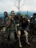 American Marines Aid a Wounded Comrade During Intense Battle for Hill 484 Reproduction photographique par Larry Burrows