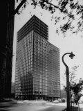 View of Mies Van Der Rohe's Glass Walled Apartment house in Chicago Fotografie-Druck von Ralph Crane
