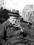 Former Pm Winston Churchill Resting on Bench, Puffing on Cigar, Outside Country Estate Chartwell Impressão fotográfica premium por Hans Wild