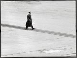 Cosmonaut Yuri Gagarin at Airport, Where Soviet Dignitaries Wait to Honor Him Premium fotografisk trykk av James Whitmore