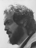 """Director Stanley Kubrick in Serious Profile Portrait During Filming of His Movie """"Barry Lyndon."""" プレミアム写真プリント"""