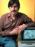 Portrait of Apple Co Founder Steve Jobs Posing with Apple Ii Computer Premium fotoprint van Ted Thai