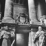 Ornate Archway, Statuary Inside Reichstag Building in Graffiti by Conquering Russian Soldiers Fotografie-Druck von William Vandivert