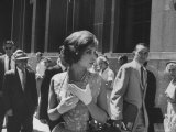 Gina Lollobrigida Walking Down Street Premium fotoprint van Peter Stackpole