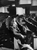 """Director George Abbott Directing the Musical, """"Damn Yankees."""" Premium fotografisk trykk av Peter Stackpole"""