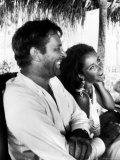 Richard Burton and Elizabeth Taylor on Location Premium-Fotodruck von Gjon Mili