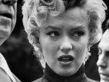 Marilyn Monroe Face Reporters After Announcement Divorce From Baseball Great Joe DiMaggio Premium-Fotodruck von George Silk
