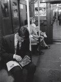 Chess Champion Bobby Fischer Working on His Moves During a Subway Ride Premium-Fotodruck von Carl Mydans