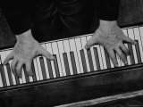 The Hands of Pianist Josef Hofmann Photographed from Above to Show the Reach of His Small Hands Premium-Fotodruck von Gjon Mili