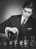 American Chess Champion Robert J. Fisher Playing a Match Premium-Fotodruck von Carl Mydans