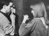 """Film Director Francois Truffaut with Actress Julie Christie During Filming of """"Fahrenheit 451."""" プレミアム写真プリント : パウル・シュッツアー"""