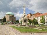 Mosque and Trinity Column in Szechenyi ter Square, Pecs, Hungary Fotografisk trykk av Walter Bibikow