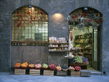 A Fruit and Vegetable Shop in Siena Fotografisk tryk af Taylor S. Kennedy