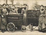 The Delivery Girls of Two Boulangeries in the 17th Arrondissement Paris Fotografie-Druck
