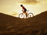 Side Profile of a Young Woman Cycling Lámina fotográfica