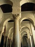 Arches Inside Great Mosque, Kairouan, Tunisia Fotografie-Druck von Damien Simonis