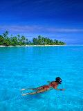 Snorkelling in Aitutaki Lagoon, Aitutaki, Southern Group, Cook Islands Fotografie-Druck von John Banagan