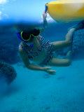 Girl Snorkelling While Holding onto Canoe, Cook Islands Fotografie-Druck von Philip & Karen Smith