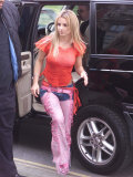 Britney Spears Arrives Back at the Mandarin Oriental Hotel in London Photographic Print