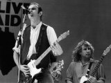 Francis Rossi Lead Singer with Pop Group Status Quo Singing on Stage at Live Aid Contest Stampa fotografica