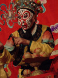 A Chinese Opera Performer in Monkey Makeup and Costume Lámina fotográfica por Nowitz, Richard