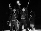 Andrew Ridgeley and George Michael of Wham Pop Group at Their Farewell Concert, 1986 Reproduction photographique