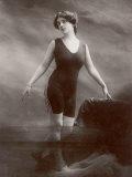 """Edwardian Bathing Beauty Miss M. Odell Wears a """"V""""-Neck One-Piece Bathing Costume Lámina fotográfica"""