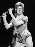 David Bowie in Concert Wearing Hotpants, 1973 Fotografisk tryk