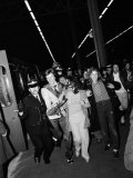 A Fan Grabs David Bowie as Police Hustle Him Through the Crowd of Rioting Teenyboppers, May 1973 Fotografie-Druck