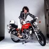 Marc Bolan Musician Tries the Super Motorbike the Benelli 750 Fotografisk tryk