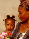 Muslim Woman with Daughter, Techiman, Brong-Ahafo Region, Dagomabaline Area, Ghana Fotografisk tryk af Alison Jones