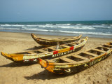 Traditional Fishing Boats on Kokrobite Beach, Greater Accra Region, Gulf of Guinea, Ghana Fotografisk tryk af Alison Jones