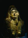 The Golden Covering of a Female Mummy Found at Bahariya Fotografisk tryk af Kenneth Garrett