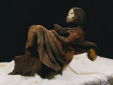 View of the 500-Year-Old Mummy of a Young Inca Girl Lámina fotográfica por Alvarez, Stephen