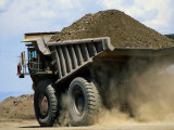 A Dump Truck Carrying Gravel Kicks up a Cloud of Dust Impressão fotográfica por Raymond Gehman