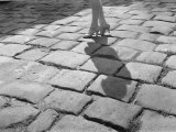A Lady in High Heels Walks Along a Cobblestoned Street Reproduction photographique par Edwin L. Wisherd
