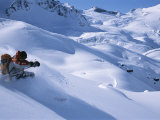 A Skier in the Selkirk Range, British Columbia, Canada 写真プリント : ジミー・チン