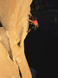 A Man Rock Climbing on El Capitan, Yosemite, California Fotografisk trykk av Jimmy Chin