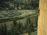 Woman Climbs the Latest Rage Above the Crooked River Impressão fotográfica por Mark Cosslett