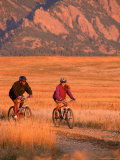 Couple Mountain Biking, CO Fotografie-Druck von Chris Rogers