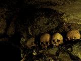 Skulls in Caves, Indonesia Lámina fotográfica por Michael Brown