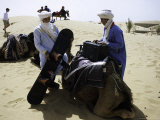 Packing up a Camel, Morocco Fotografie-Druck von Michael Brown